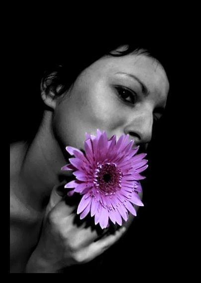 Autoportret z kwiatkiem...